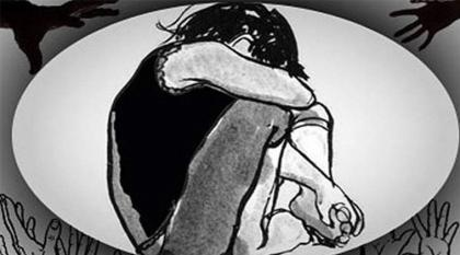 Girl harassed by mid-aged woman in Karachi