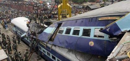 Pakistan Express derailed near Makhdoom pur