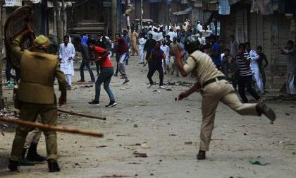 Tense situation in Kashmir, Huriyat leader Syed Ali Gilani was taken into custody