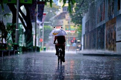 Citizens of twin cities enjoying pleasant rainy weather