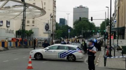 Brussels police surround 'bomb suspect', cordon off city centre: media