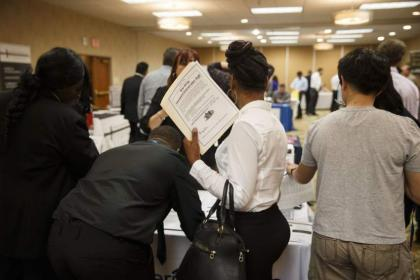 US jobless claims hold steady at low level