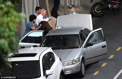 Police bomb squad examine car after Sydney scare
