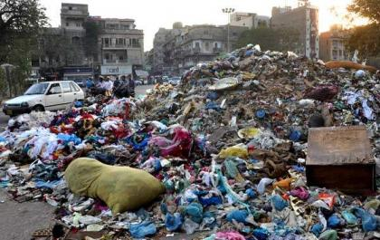 CM expresses satisfaction over the garbage issue in Karachi, while the process of garbage eradication has not even started yet