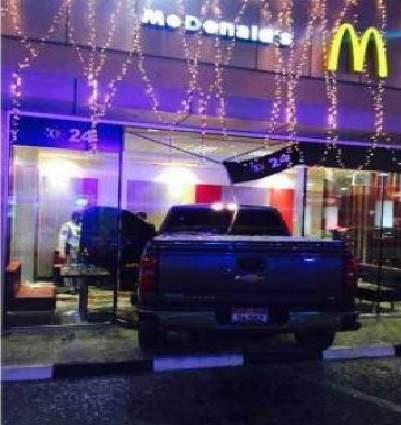Ajman: Pickup Truck crashed into McDonald, 2 killed