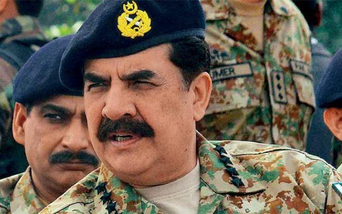 قائد قوات التحالف الدولية في أفغانستان يلتقي قائد الجيش الباكستاني