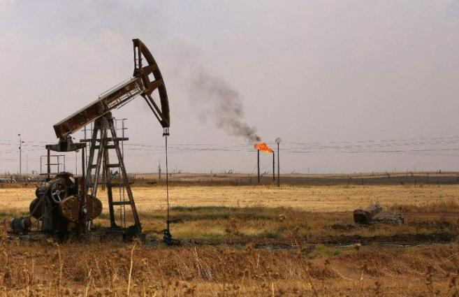 Oil prices extend losses on supply glut