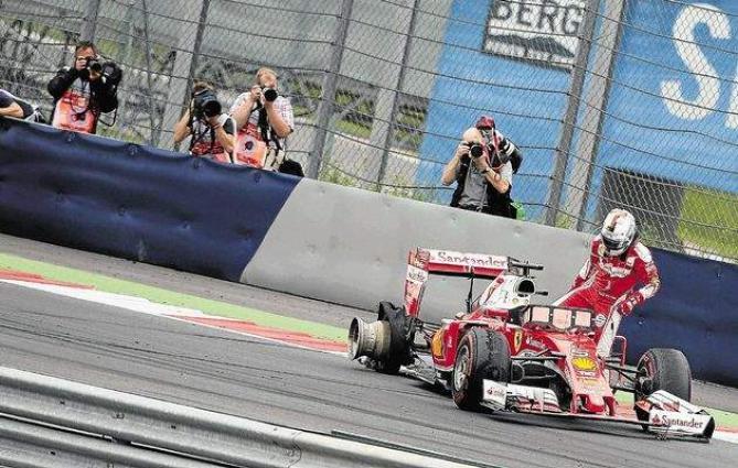 Formula One: Vettel blames 'sleeping' Button for last-lap block