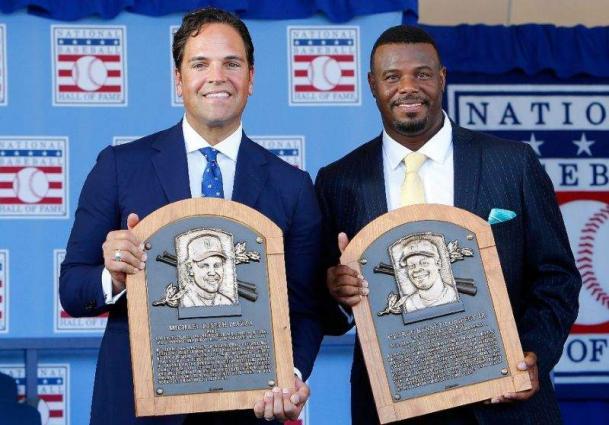 Baseball: Griffey, Piazza make tearful Hall of Fame entries