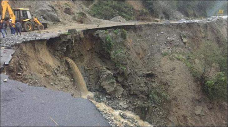 Number of roads was closed due to landslides in China