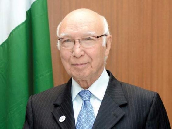مستشار رئيس الوزراء الباكستاني للشؤون الخارجية يؤكد على ضرورةالجهود المشتركة من قبل المجتمع الدولي للتعامل مع التهديد من الإرهاب