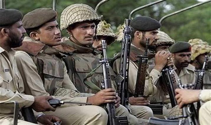 استشهاد جنديين من الجيش الباكستاني بهجوم مسلح في مدينة كراتشي