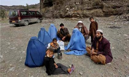 أفغانستان تطرد 250 عامل باكستاني إثر غلق معبر حدودي بين البلدين