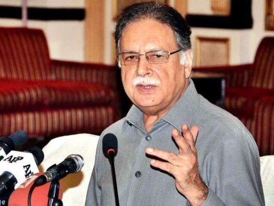 وزير الإعلام برويز رشيد يدين حادثة إطلاق النار على سيارة محطة تلفزيونية محلية بمدينة كراتشي