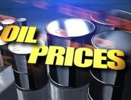 Oil prices extend gains on weak dollar, industry data