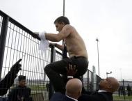 Raucous scenes as Air France 'shirt-ripping' trial opens