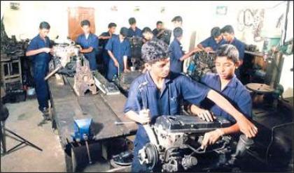 الاتحاد الأوروبي سيوفر 83 مليون يورو لمساعدة النازحين وتعزيز التعليم المهني والفني في باكستان