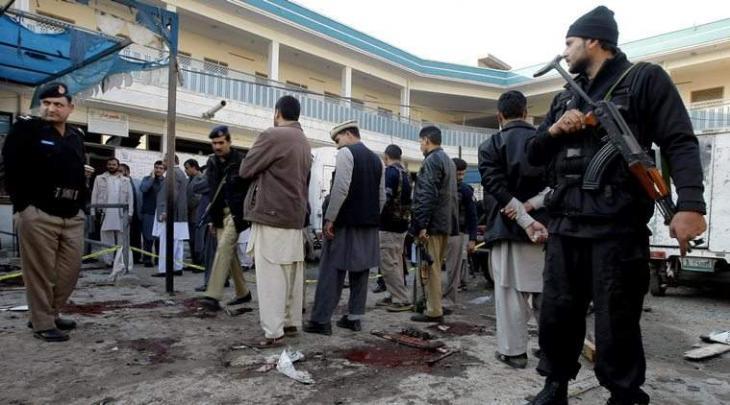القوات المسلحة الباكستانية تقضي على أربعة انتحاريين هاجموا حيا في مدينة بيشاور الباكستانية