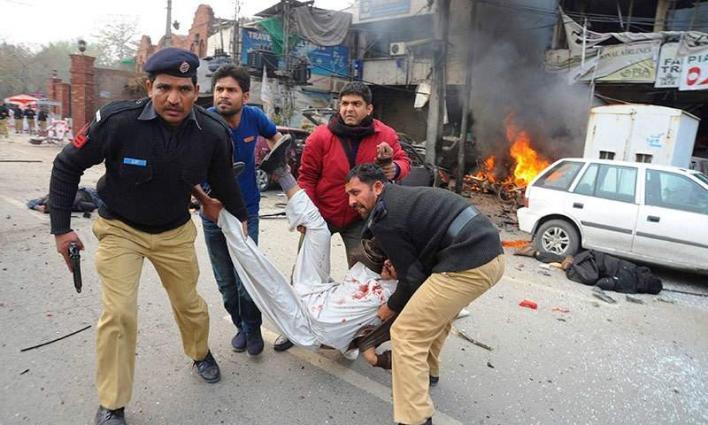 إصابة 8 من رجال الشرطة إثر انفجار قنبلة بمدينة بشاور الباكستانية