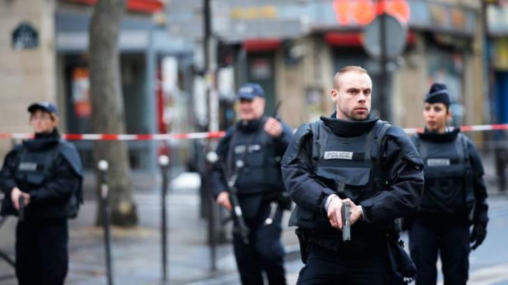 Paris police dismantle camp housing 2,100 migrants