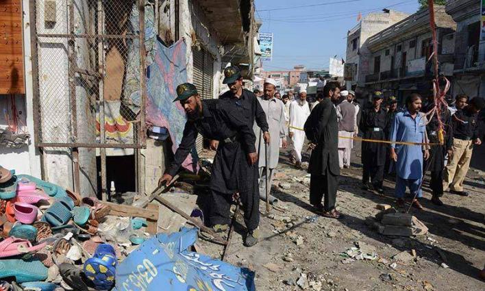 إصابة تسعة بينهم رجال الشرطة في انفجار بمدينة