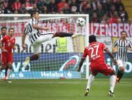 Football: Ten-man Frankfurt extend Bayern's winless run