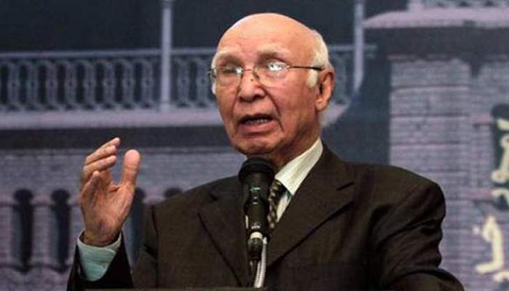 مستشار رئيس الوزراء الباكستاني للشؤون الخارجية يهنئ نظيره الصيني بذكرى اليوم الوطني لبلاده