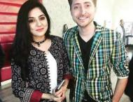 Sanam Baloch publically fights with Husband over taking pictures  ..