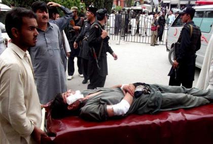 مقتل ضابط عسكري باكستاني وإصابة ستة آخرين بجروح بليغة جراء انفجار عبوة ناسفة بشمال غرب البلاد