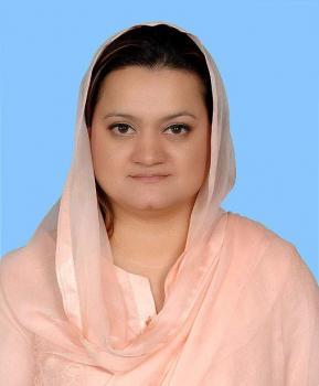 وزيرة الإعلام والإذاعة الباكستانية الجديدة تقوم بأداء اليمين الدستورية أمام الرئيس الباكستاني