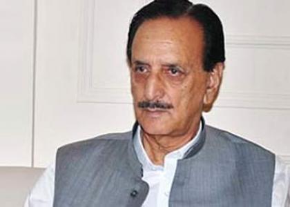 زعيم كتلة الحزب الحاكم في مجلس الشيوخ الباكستاني يلتقي رئيس وزراء كشمير الحرة