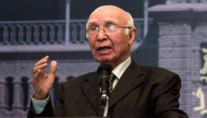 مستشار رئيس الوزراء الباكستاني للشؤون الخارجية يلتقي وزير الخارجية الصيني