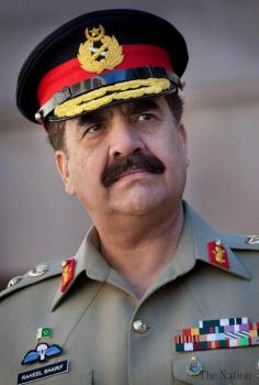 رئيس أركان الجيش الباكستاني يستقبل وزير دفاع تركمانستان