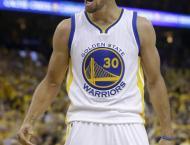 NBA: Curry outguns Davis, Cavs maul Grizzlies