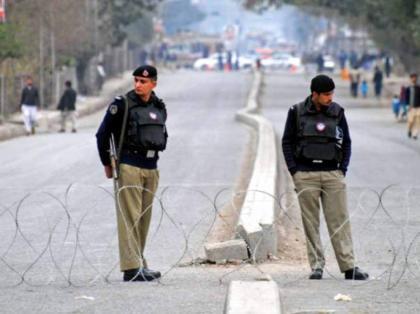 مقتل ضابط الشرطة في إطلاق نار في مدينة بيشاور الباكستانية