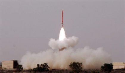 باكستان تختبر صاروخ باليستي قادر على حمل رؤوس نووية