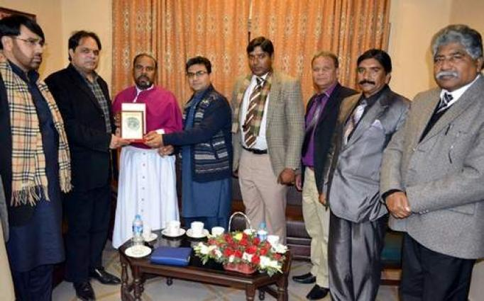 Cheques,gifts distributed among Christians