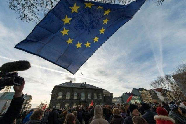 Iceland centre-right parties to seek EU referendum