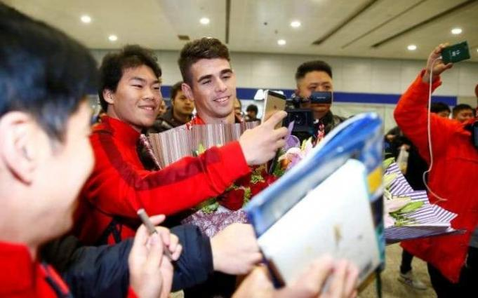 Football: Hero's welcome as Oscar lands in China for 60-mn-euro move