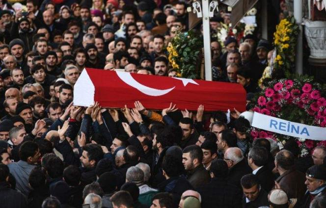 IS claims Istanbul New Year massacre, attacker on the run