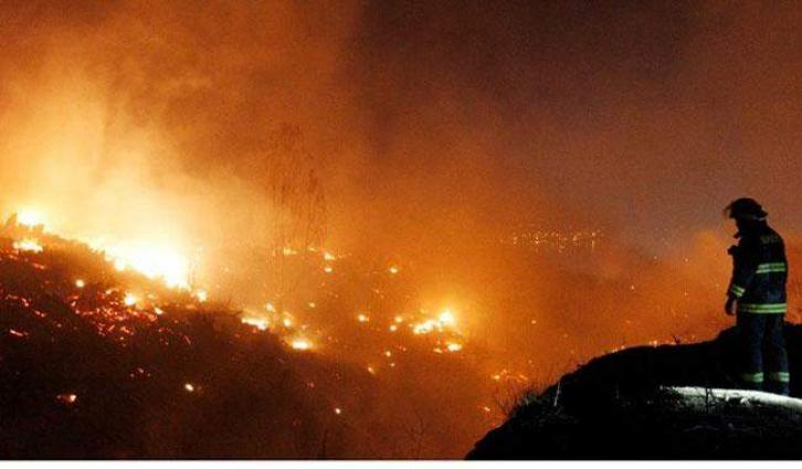 Huge wildfire destroys homes in Chile tourist city