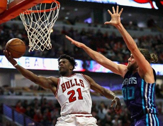NBA: 'Phenomenal' Butler does it with 52 points for Bulls
