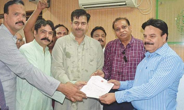 Mayor Hyderabad distributes cheques among retired employees