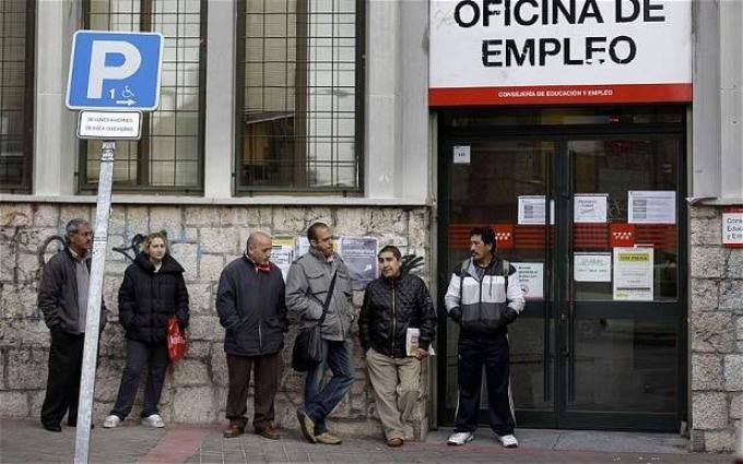Spain's jobless queue shrinks in 2016