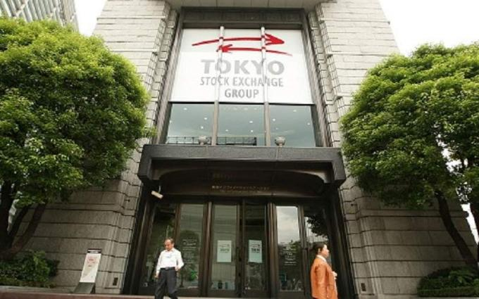 Tokyo shares finish flat on yen strength