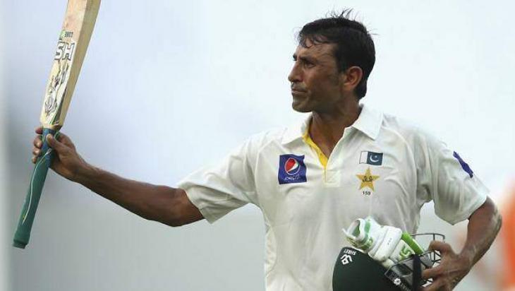 Younis's debut Aussie Test ton keeps Pakistan alive