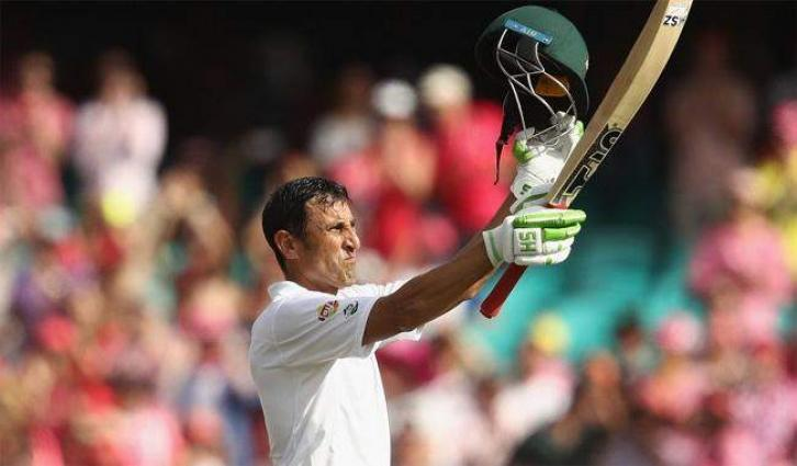 Cricket: Ton-up Younis keeps Pakistan alive