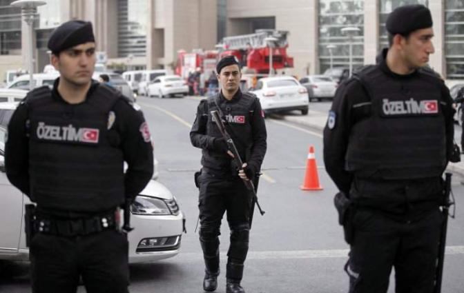 Turkey makes new arrests over attack, tightens borders