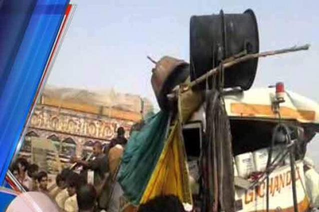 Girl killed, 14 injured in road accident