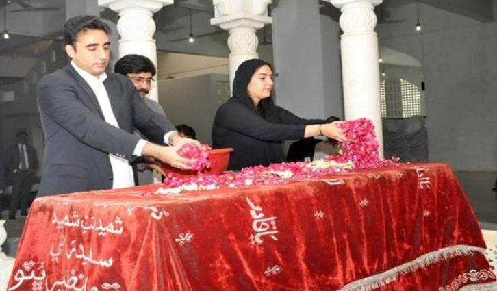 Bilawal Bhutto Zardari visits graves of Bhutto family